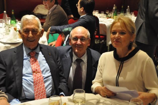 Jean-Pierre Hédouin entouré par Paco Camino et sa femme © MBLAC